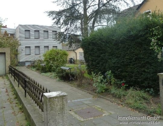 viele Möglichkeiten auf großem Grundstück – ehemaliges Gemeindehaus in angenehmer Wohnlage 47179 Duisburg, Aldenrade (Walsum), Einfamilienhaus